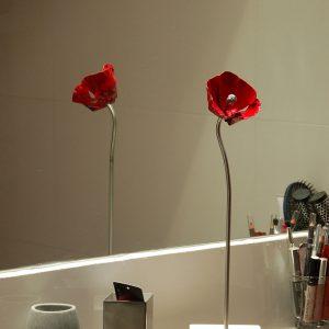 atelier, rouge, cerise, fer, forge, ferronnerie, art, metal, acier, deco, decoration, fleur, coquelicot, stylisé, inox, objet, posé, poser