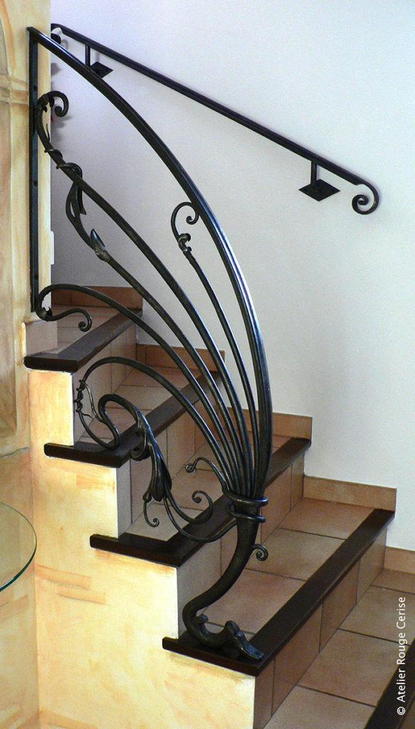 rampe rouge cerise. Black Bedroom Furniture Sets. Home Design Ideas