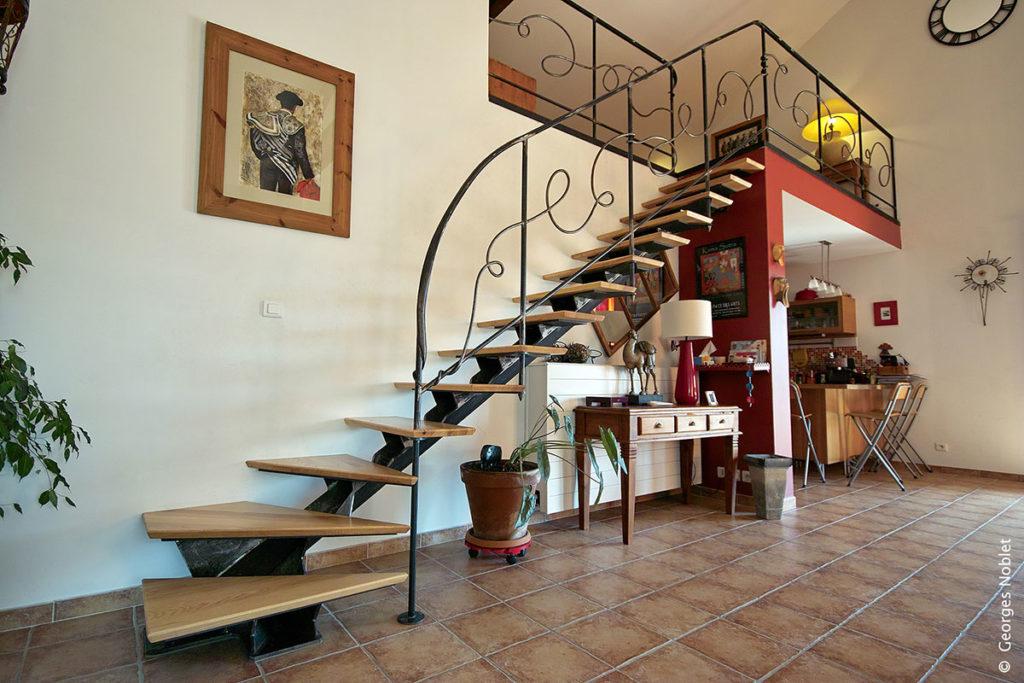 parapet rouge cerise. Black Bedroom Furniture Sets. Home Design Ideas